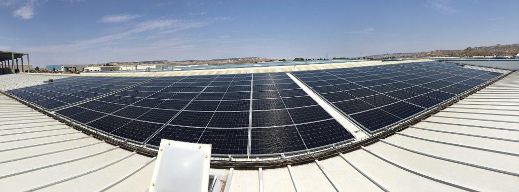 Placas solares en el tejado de Zatec, inyección de plásticos